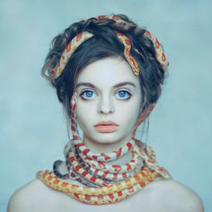 Oleg Oprisco – Mírame y sé color.