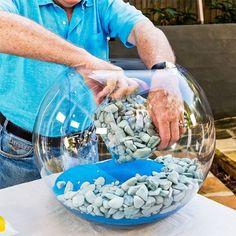 Per realizzare un piccolo giardino in miniatura per la decorazione della vostra casa vi occorrono: una palla di vetro trasparente che potetetrovare nei ne