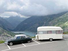 view of the DS with the caravan, beautiful model - très jolie DS attelée à une DIGUE Baronnette