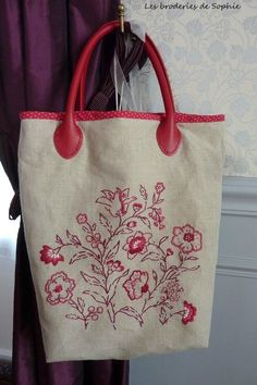 Pleasure of flowers bag Embroidery Bags, Hand Embroidery Stitches, Machine Embroidery, Handmade Fabric Bags, Leather Bags Handmade, Crochet Shoulder Bags, Quilted Tote Bags, Jute Bags, Printed Bags