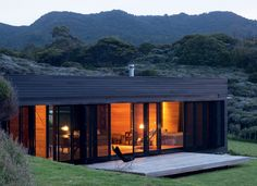 Fearon Hay Architects designed the Storm Cottage project located in Great Barrier Island. Completed in this contemporary cottage home is a retreat that Container Home Designs, Sustainable Architecture, Modern Architecture, Building Architecture, Tiny House Movement, Black Exterior, House And Home Magazine, Style At Home, House Design