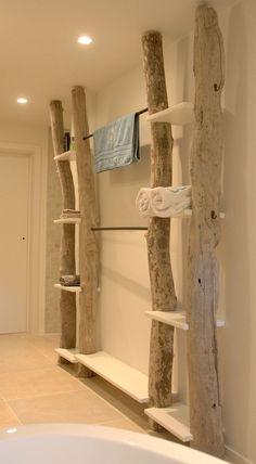 Le bois flotté est écologique. Découvrez ces quelques idées de créations en bois flotté à réaliser Utiliser du bois flotté comme décoration est une excellente idée parce que non seulement le bois f…
