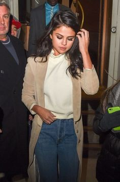 Selena Gomez #fashion #style #outfit #selenagomez #celebrities #coat