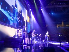 Chris Young opens for Carrie Underwood! Canada has prime seats in the front row!