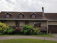 Maison à vendre à Trois-Rivières - 139000 $ Trois Rivieres, Construction, Cabin, The Originals, House Styles, Home Decor, Canadian House, Wood Burning Fireplaces, Large Homes