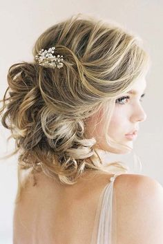 Perfect Wedding Hairstyles For Medium Hair ❤ See more: http://www.weddingforward.com/wedding-hairstyles-for-medium-hair/ #weddings