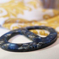 Elegantná ručne brúsená spona na šatku zo živice - farba06