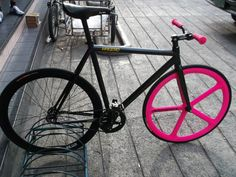 fixie- digging the hot pink