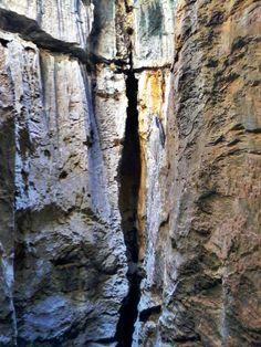 Fenda na subida do morro  em Bom Jesus da Lapa - Bahia