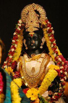 amma Durga Images, Lakshmi Images, Lakshmi Photos, Krishna Images, Indian Goddess, Goddess Lakshmi, Om Namah Shivaya, Arte Krishna, Krishna Radha