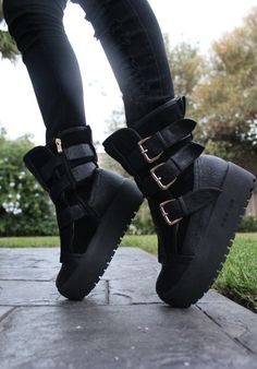 platform buckle boots for the apocolypse Goth Shoes, Shoes Heels, Footwear Shoes, Shoes Sneakers, Crazy Shoes, Me Too Shoes, Mode Sombre, Shoe Boots, Shoe Bag