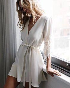 Por aquí ya huele a finde y lo celebramos con esta batita ideal de @maessunday para novias y no novias  http://gelinshop.com/ipost/1523236481177945088/?code=BUjn4JZhwQA