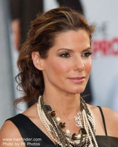 Sandra Bullock wearing her hair in a ponytail