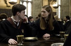 Harry Potter & Ginny Weasley (portrayed by Daniel Radcliffe & Bonnie Wright) from Harry Potter Harry James Potter, Harry Potter Ginny Weasley, Gina Weasley, Harry And Ginny, Images Harry Potter, Harry Potter World, Hermione, Harry Potter Couples, Funny Harry Potter