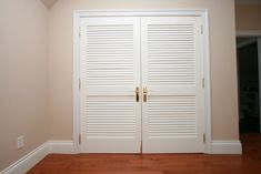 What is Louvered Closet Door