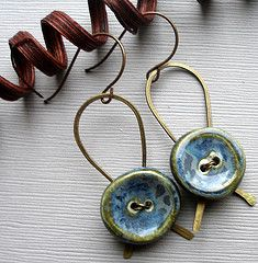 Blue ceramic button earrings, love this idea, wonder how it would look with other kinds of buttons. Note how the back is a metal support ribbon-shaped loop, and buttons are wired on.