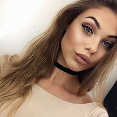 MONOCHROMATIC Makeup | monochromatic fashion | monochrome looks | monochromatic beauty | nude lipstick | brown lipstick | nude nails