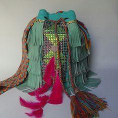 mochilas wayuu decoradas con cristales info whatsapp 57 3102629820 y + 57 3183306810