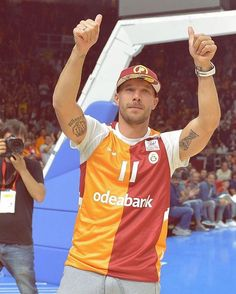 Great night of basketball, the fans were amazing! Always feel at home here! Lukas Podolski, Great Night, Captain Hat, Fans, Basketball, Feelings, Amazing, Instagram Posts, Netball