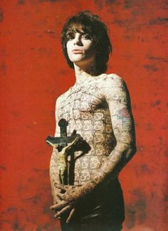 Guitarist and songwriter Richey James Edwards of Welsh rock group Manic Street Preachers, September He is wearing a temporary tattoo of Andy Warhol's repeat portrait of Marilyn Monroe. Radiohead, Foo Fighters, Bon Jovi, Teddy Edwards, Richey Edwards, Rock News, Rock Groups, Beautiful Mind, Halsey
