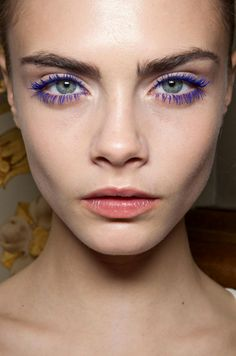 LE FASHION BLOG BEAUTY POST BACKSTAGE STELLAMCCARTNEY FW FALL WINTER 2011 BRIGHT BLUE MASCARA LASHES CARA DELEVINGNE