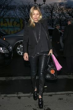 Kate Moss Pulls a Kate Middleton, Repeats a Blazer at Paris Fashion Week Winter Fashion Outfits, Autumn Winter Fashion, Fashion Dresses, Casual Outfits, Leather Trousers Outfit, Leather Blazer, Black Leather, Moss Fashion, Shopping