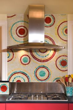 I love this turquoise and red combo and the design makes for a whimsical back splash.  Super cute. Turquoise Kitchen, Turquoise Tile, Teal Kitchen, Kitchen Decor, Red Kitchen Walls, Funky Kitchen, Kitchen Art, Kitchen Tiles, Kitchen Styling