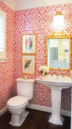 Bright pink and white bathroom by The Kellogg Collection's Diane Litz (Baltimore. Bright pink and Powder Room Wallpaper, Bathroom Wallpaper, Wc Decoration, Bright Wallpaper, Eclectic Bathroom, Inspirational Wallpapers, White Bathroom, Pink Bathrooms, Downstairs Bathroom