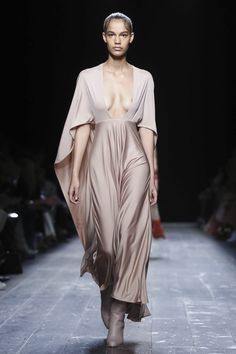 When it comes to Valentino, really, it's all about the dress parade – post the day and outerwear – obligatory, as it's ready-to-wear after all. But it's lovely too &nd...