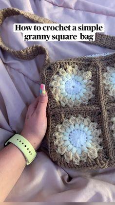 Diy Crochet Projects, Crochet Crafts, Yarn Crafts, Crochet Ideas, Cute Crochet, Easy Crochet, Knit Crochet, Crochet Bags, Crochet Granny