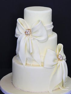 .My girl friend wants her wedding cake similar to this