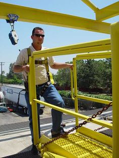 ACCESS PLATFORM AND GANGWAY FALL PROTECTION #fallprotection #fallsafety