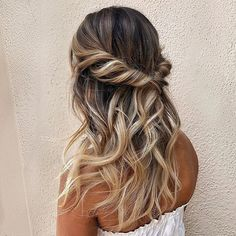 Hair Ideas For The Ladies.Recommendations for amazing looking hair. An individual's hair is undoubtedly just what can define you as an individual. To numerous men and women it is usually vital to have a very good hair do. Hairstyle In Girls. Prom Hairstyles For Short Hair, Party Hairstyles, Down Hairstyles, Braided Hairstyles, Bridesmaid Hairstyles, Ladies Hairstyles, Wedding Guest Hairstyles, Dance Hairstyles, Everyday Hairstyles