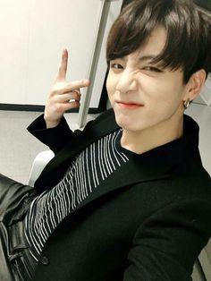 BTS V Kim Tae Hyung autographed signed original photo inches korean singer gifts collection freeshipping 08 Jungkook Selca, Bts Bangtan Boy, Bts Boys, Seokjin, Kim Namjoon, Kim Taehyung, Jikook, Jung Kook, Busan