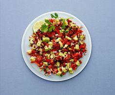 Få opskriften på en fantastisk vegetarisk salat fyldt med farverige grøntsager, som giver fantastisk smag og mættende effekt!