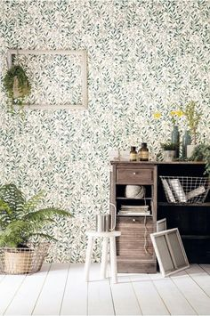 Wallpaper Herbarium Laura green and gold - Sunny Day by Casélio Flowery Wallpaper, Botanical Wallpaper, Color Effect, Room Lights, Home Collections, Green And Gold, Decoration, Sunny Days, Habitats