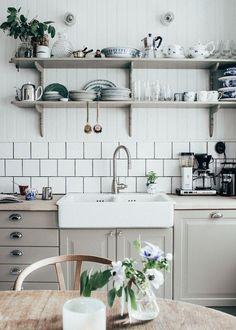 Schwedische Landhausküche | Haus, Auf dem Land und Küchen | {Schwedische küchenmöbel landhausstil 88}