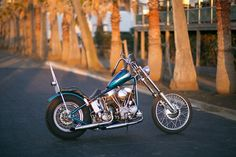 """261 mentions J'aime, 1 commentaires - Tsugumi (@tsugumi1985) sur Instagram: """"Sunset panhead. #bluebikesrule #57panhead #panheadsforever #panhead #survivorchopper…"""" Old School Chopper, Harley Davidson Motorcycles, Sunset, Vehicles, Vintage, Instagram, Motorbikes, Car, Sunsets"""