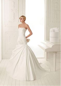 ROMANTIC ORGANZA SATIN STRAPLESS NECKLINE A-LINE PLEATED WEDDING DRESS WITH HANDMADE FLOWERS AND FEATHER