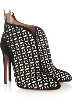 XOXOXO #shoeoftheday Alaïa|Laser-cut suede ankle boots|NET-A-PORTER.COM