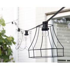 Dit lichtsnoer zwart heeft 10 lampjes, gemaakt van stevig rubber. Mooie kwaliteit. Tussen muren als plafondlamp. Ook geschikt voor buiten.