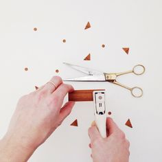 To make your own wooden confetti