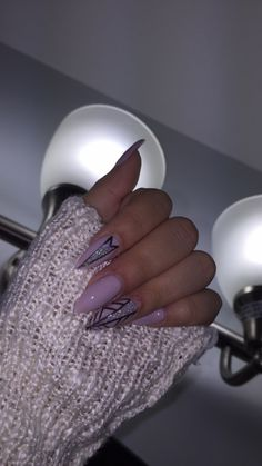 "hotlineputa: ""When your nails are fleeky✨"""