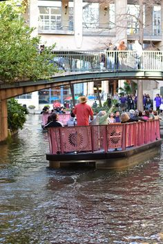 Are you going to visit San Antonio? Make sure a tour of The San Antonio River Walk is part of your plans! Visit San Antonio, San Antonio River, River Walk, Boat Tours, Travel Activities, Cruises, Rio, Texas, How To Plan