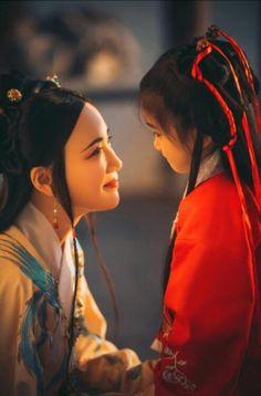Hanfu and whatnot Chinese Drawings, Memoirs Of A Geisha, Asian History, British History, China Art, Chinese Clothing, Ancient China, Chinese Culture, Hanfu