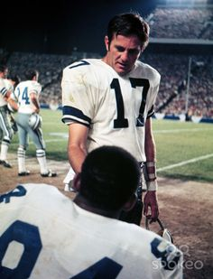 Don Meredith talks with tight end Pettis Norman during a 1968 game against the Green Bay Packers.