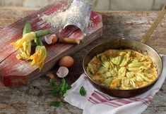 Frittata by greek chef Akis. Courgette and Courgette Flower Frittata. Try this delicious recipe inspired from authentic italian kitchen. Greek Recipes, Egg Recipes, Hors D'oeuvres, Canapes, Frittata, Cabbage, Yummy Food, Vegetables, Eat