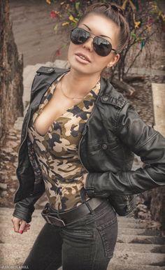 army, woman, Ray Ban