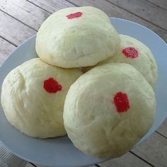 "Chinese bun also known as ""pow"" is a popular dish among the Chinese community in Mauritius. The filling can either be savoury or sweet (give chocolate a try)."