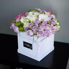 Cute lavender rose arrangement Amazing Flowers, Pretty Flowers, Makeup Bouquet, Rose Soap, Rose Arrangements, Lavender Roses, Flower Boxes, Artificial Flowers, Flower Decorations